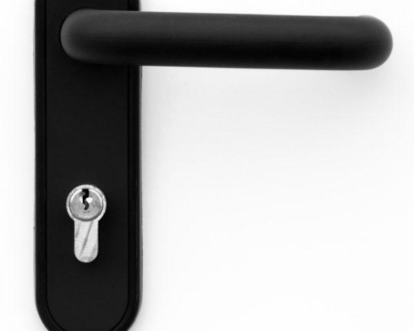 Schwarzer Türgriff mit Sicherheitszylinder
